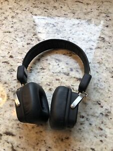 On ear Bluetooth wireless headphones with line in