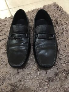 Like New 100% Authentic Tod's Leather Loafers in black size 9