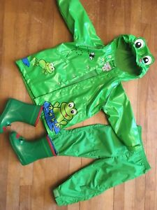 Green frog rain jacket set