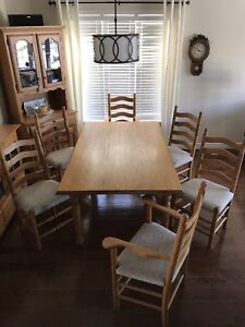 Solid Oak Harvest Table/ 6 Chairs