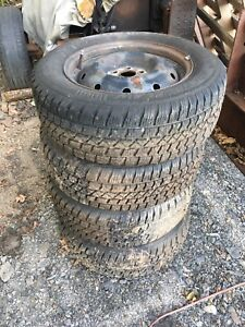 225/60/16 studded snow tires (Like new)
