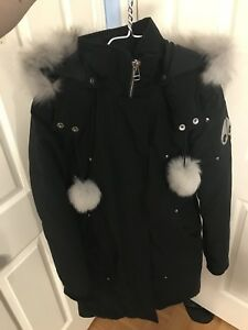 Great Condition Woman's Moose Knuckles Parka Size Small