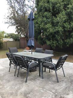 6 seet garden table + ombrella + cover table and cousin