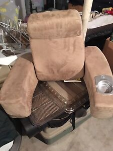 Back support vibrate massage chair