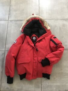 Canada Goose Women's Chilliwack Bomber Size Large Red