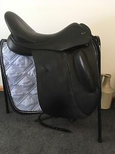 Defiance Force dressage saddle 17 inch Mornington Clarence Area Preview