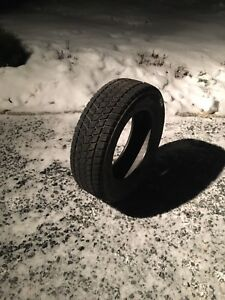 (Single tire) Bridgestone Blizzak 225/65R17 (Like new)