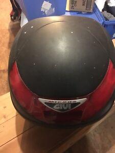 Motorcycle rear trunk