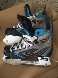CCM Vector 6.0 kids size 4 (D) - like new