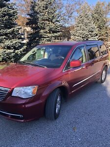 2011 Chrysler Town &Country low kilometer only 120