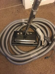 Central vacuum hose and powerhead