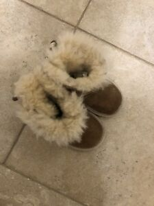 Kids UGGS - size 6