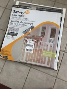 Brand new condition safety gate(open box)