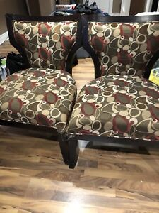 Solid accent chairs