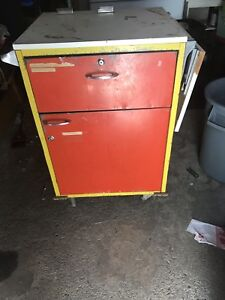 Trolly/cart Locked drawers with keys
