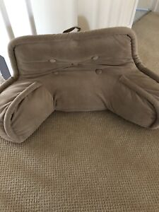 Back support pillow for sitting