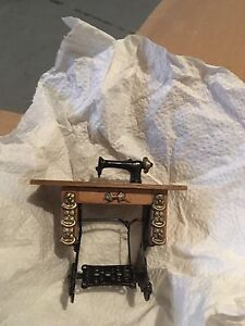 MINIATURE DOLL HOUSE COLLECTORS