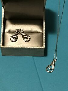 Ear rings and necklace set