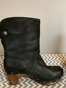 Women's Ugg line clog boots