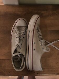 Great unisex white converse shoe!