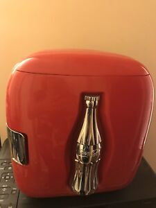 Collectors coca  cola working mini fridge