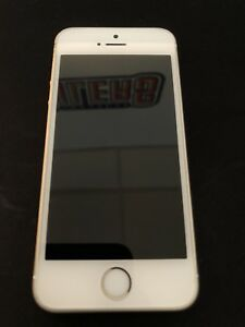 iPhone se 64gb gold mint condition!