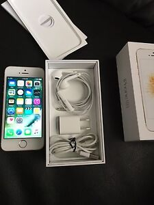 iPhone SE 16gb Gold locked to Bell/Virgin