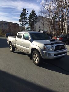 2007 Toyota Tacoma TRD NEW FRAME LOW KMS