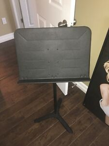 Music stand perfect condition
