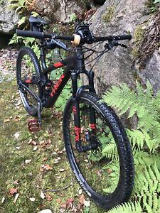 Vélo de montagne carbon.