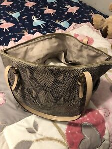 MICHAEL KORS WOMANS PURSE