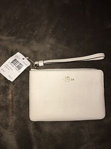 ** BRAND NEW LEATHER COACH WRISTLET **