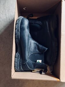 Women safety shoes size 7 Canadian made-mellow walk