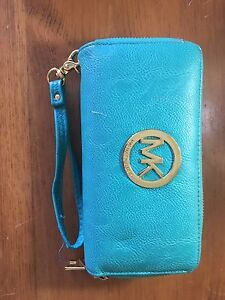 VARIETY OF PURSES AND WALLETS