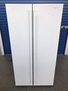 Westinghouse 606L Fridge Freezer frost free (Delivery Available) Brompton Charles Sturt Area Preview