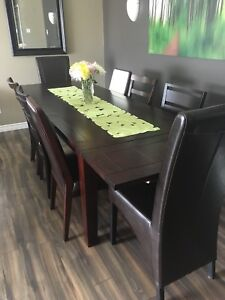 Urban Barn Table And Chairs