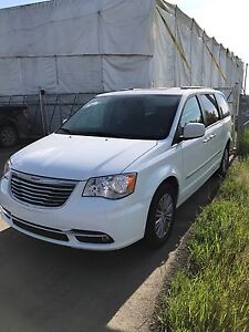 2014 Town and Country Touring -L