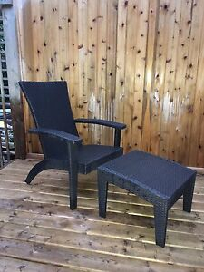 Outdoor Wicker Lounge Chairs with Ottoman - Mint Condition!