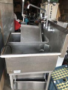 Restaurant double sink