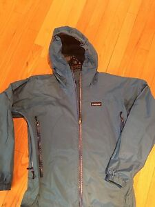 Patagonia jacket  woman size medium  in excellent condition