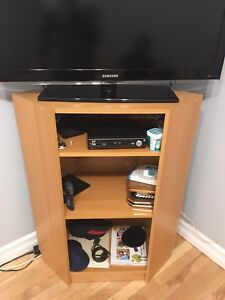 2-1 TV STAND + SHELF - EXCELLENT CONDITION