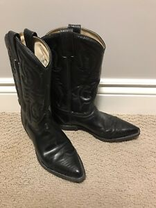 Women's black leather cowboy boots size 9