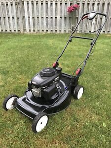 Lawnmower - Self propelled with an Easy Start 6hp Honda engine
