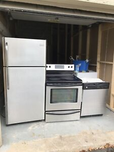 Can deliver FRigidare SET: Fridge/Stove perfect working