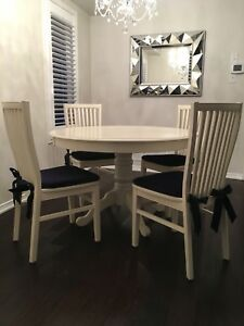 Ronan Extension Antique White Dining Table with 4 Ronan Chairs