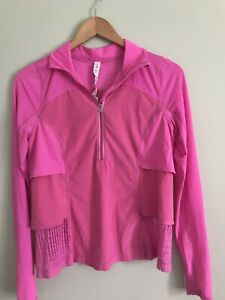 Woman's athletic clothing