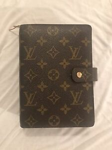 Louis Vuitton medium agenda