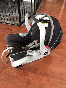 Grace infant bucket seat, Snugride 35, with 2 car seat bases