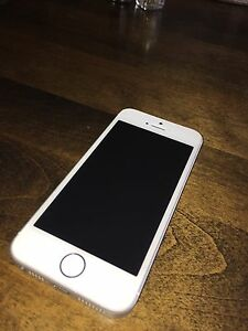 iPhone  SE 16GB Silver. Perfect Condition w/ Bell