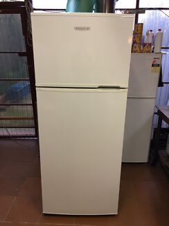 Kelvinator 390 L frost free fridge freezer 2 YEARS OLD!
